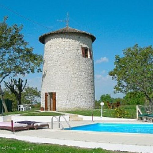 holiday let in France with pool